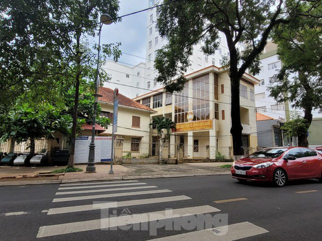 Cận cảnh loạt trụ sở đất vàng được bán đấu giá ở Đắk Lắk - Ảnh 1.