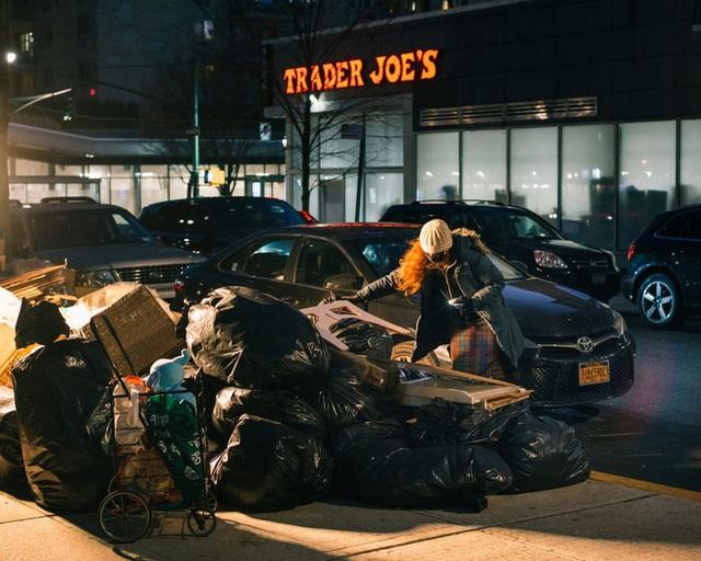 Nổi tiếng vì chuyên bới rác để tìm đồ ăn, cô gái lột trần sự thật về sự lãng phí của các chuỗi cửa hàng nổi tiếng - Ảnh 6.