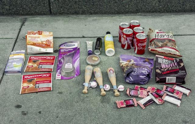 Nổi tiếng vì chuyên bới rác để tìm đồ ăn, cô gái lột trần sự thật về sự lãng phí của các chuỗi cửa hàng nổi tiếng - Ảnh 10.