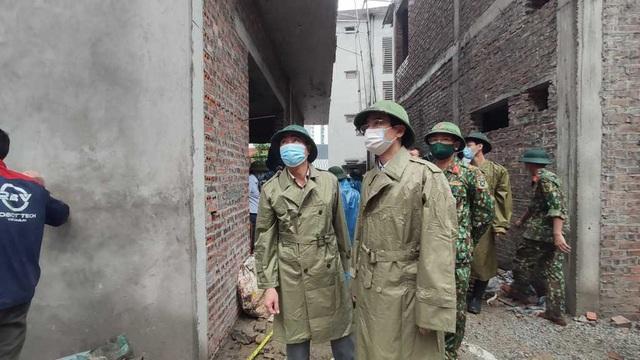 NÓNG: Sạt lở đất vùi lấp 4 người ở thành phố Hạ Long - Ảnh 3.