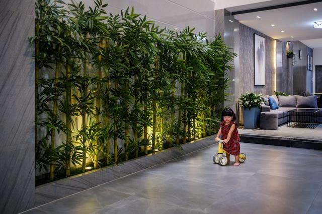 Ngôi nhà phố được thiết kế hiện đại, tinh tế: Không gian sống nhiều cây xanh, có cả bể cá Koi hợp phong thủy, đem lại may mắn cho gia chủ - Ảnh 15.