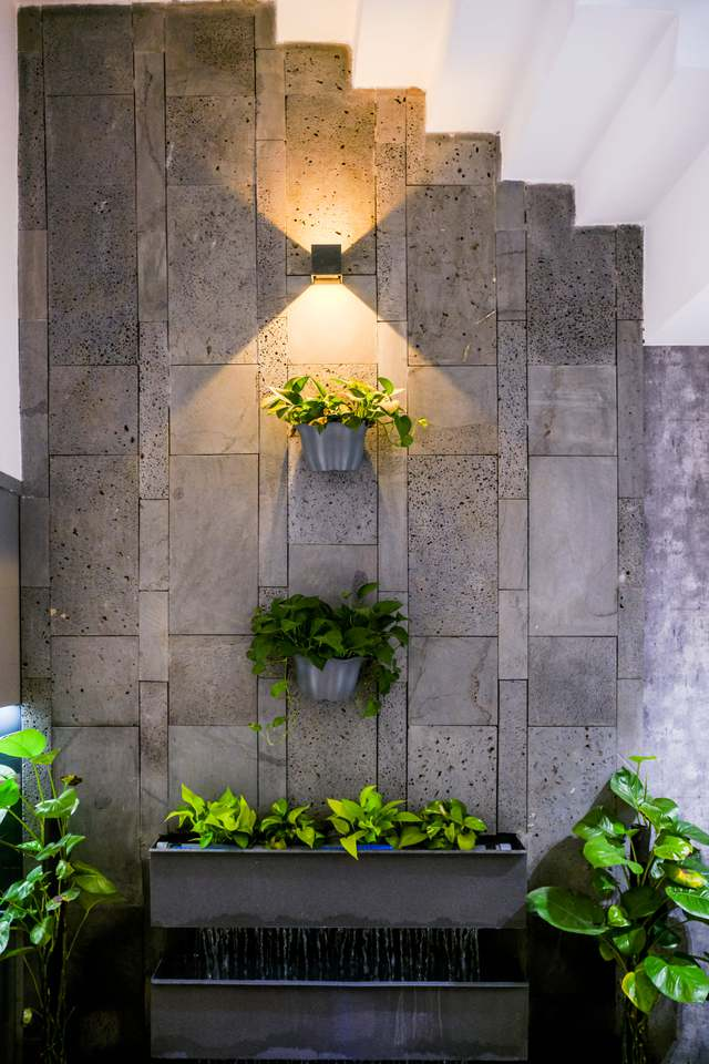 Ngôi nhà phố được thiết kế hiện đại, tinh tế: Không gian sống nhiều cây xanh, có cả bể cá Koi hợp phong thủy, đem lại may mắn cho gia chủ - Ảnh 16.