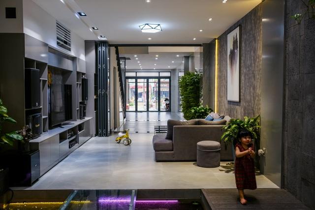 Ngôi nhà phố được thiết kế hiện đại, tinh tế: Không gian sống nhiều cây xanh, có cả bể cá Koi hợp phong thủy, đem lại may mắn cho gia chủ - Ảnh 9.