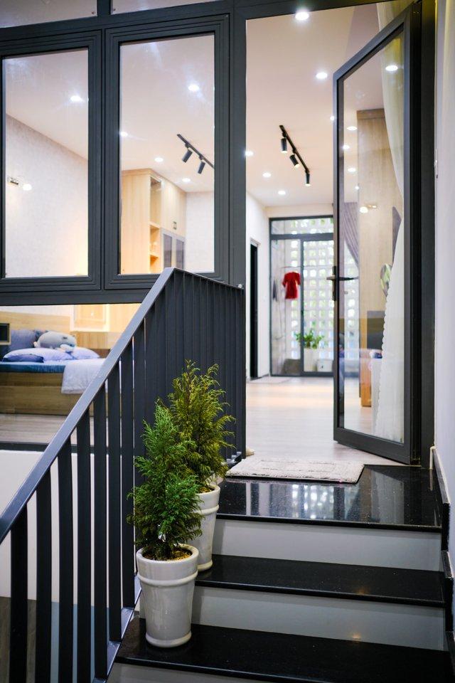 Ngôi nhà phố được thiết kế hiện đại, tinh tế: Không gian sống nhiều cây xanh, có cả bể cá Koi hợp phong thủy, đem lại may mắn cho gia chủ - Ảnh 17.