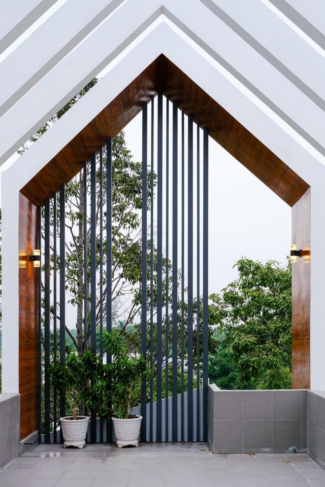 Ngôi nhà phố được thiết kế hiện đại, tinh tế: Không gian sống nhiều cây xanh, có cả bể cá Koi hợp phong thủy, đem lại may mắn cho gia chủ - Ảnh 22.