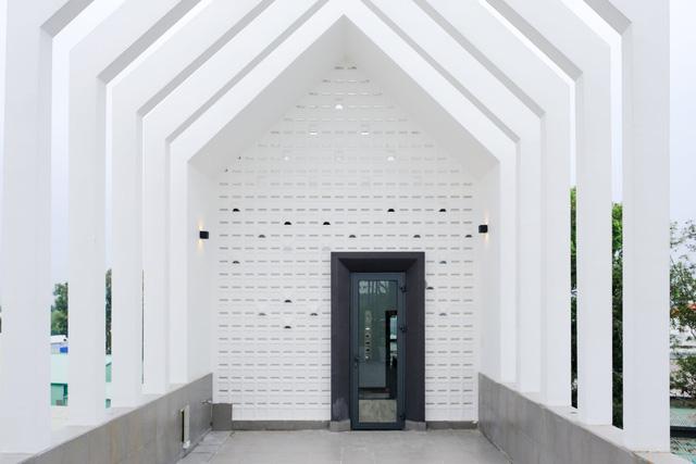 Ngôi nhà phố được thiết kế hiện đại, tinh tế: Không gian sống nhiều cây xanh, có cả bể cá Koi hợp phong thủy, đem lại may mắn cho gia chủ - Ảnh 23.
