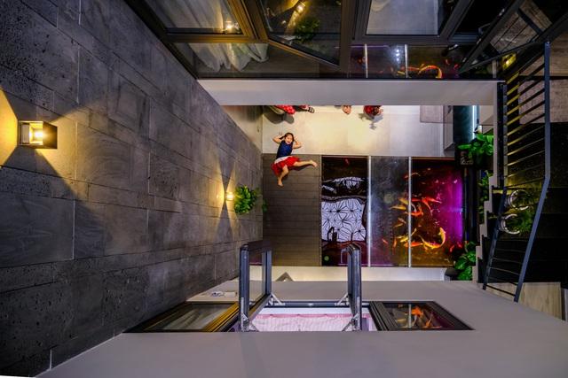 Ngôi nhà phố được thiết kế hiện đại, tinh tế: Không gian sống nhiều cây xanh, có cả bể cá Koi hợp phong thủy, đem lại may mắn cho gia chủ - Ảnh 14.