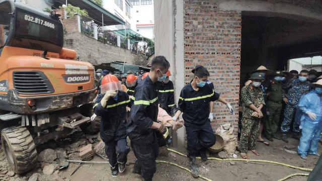 NÓNG: Sạt lở đất vùi lấp 4 người ở thành phố Hạ Long - Ảnh 5.