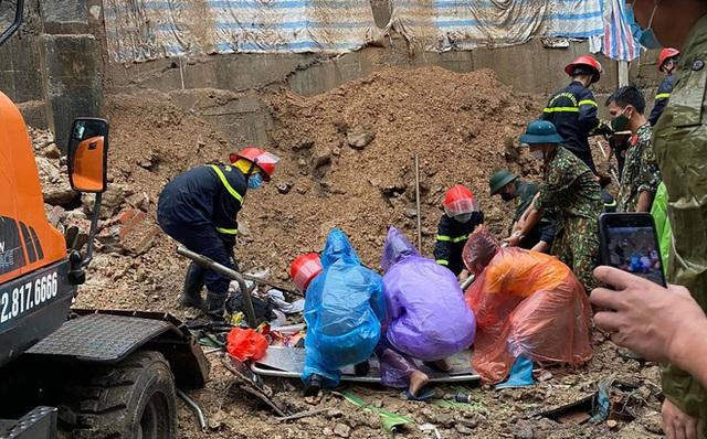NÓNG: Sạt lở đất vùi lấp 4 người ở thành phố Hạ Long - Ảnh 2.
