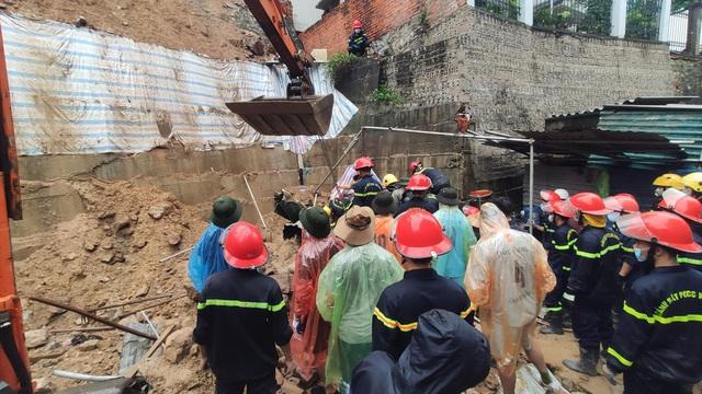 NÓNG: Sạt lở đất vùi lấp 4 người ở thành phố Hạ Long - Ảnh 6.