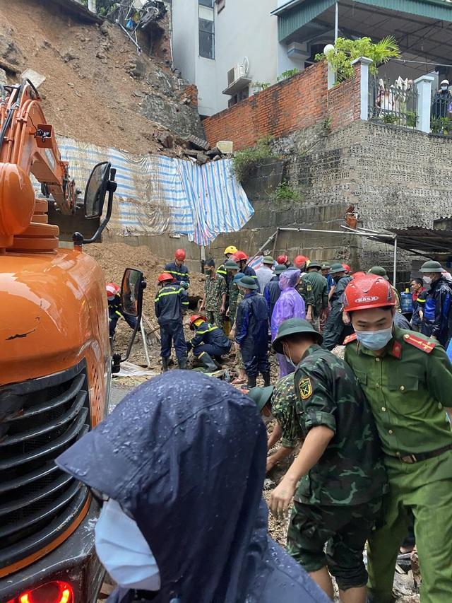 NÓNG: Sạt lở đất vùi lấp 4 người ở thành phố Hạ Long - Ảnh 7.
