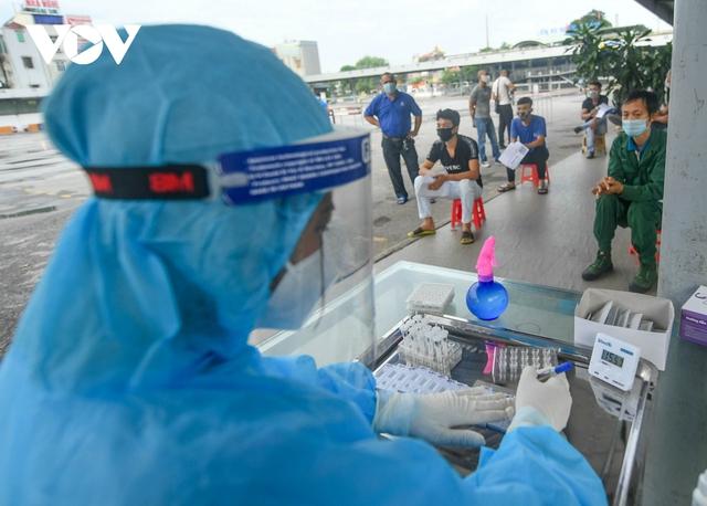 """Hỗ trợ test nhanh virus SARS-CoV-2 cho hàng loạt tài xế """"luồng xanh"""" ở Hà Nội - Ảnh 12."""