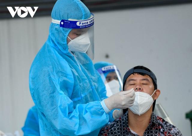 """Hỗ trợ test nhanh virus SARS-CoV-2 cho hàng loạt tài xế """"luồng xanh"""" ở Hà Nội - Ảnh 6."""