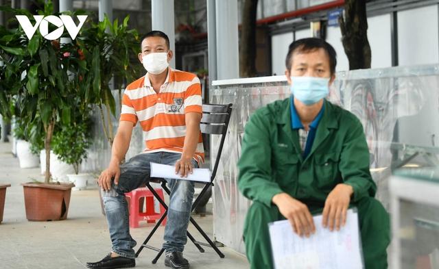 """Hỗ trợ test nhanh virus SARS-CoV-2 cho hàng loạt tài xế """"luồng xanh"""" ở Hà Nội - Ảnh 7."""