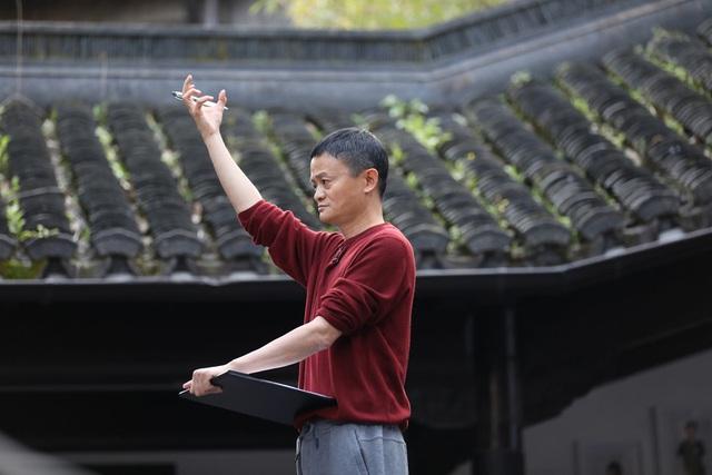 Bí ẩn bên trong trường doanh nhân toàn tinh hoa Jack Ma từng làm hiệu trưởng: Tỷ lệ trúng tuyển còn cao hơn Harvard, phỏng vấn siêu hack não, có cả bài tập về nhà - Ảnh 10.
