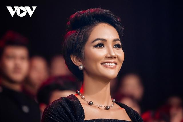 Hoa hậu HHen Niê: Tôi thấy ấm lòng khi làm tình nguyện viên hỗ trợ chống dịch - Ảnh 2.