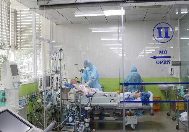 """Bác sĩ hồi sức sáng kiến ra bồn chứa 32 tấn oxy cứu F0: """"Cả khi ngủ, tôi vẫn liên tục nghe tiếng máy thở vang trong đầu!"""" - Ảnh 8."""