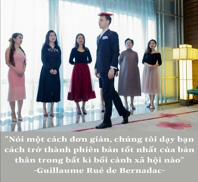 Lớp dạy nghi thức quý tộc - Lò đào tạo những quý bà của thế kỷ 21 có gì mà khiến thế hệ phụ nữ thiên niên kỷ giàu có ở Trung Quốc đổ xô chi tiền khủng đăng kí học ? - Ảnh 3.