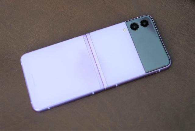 Trải nghiệm Galaxy Z Flip3: Smartphone màn hình gập giá rẻ nhất hiện nay, liệu có đáng mua? - Ảnh 2.