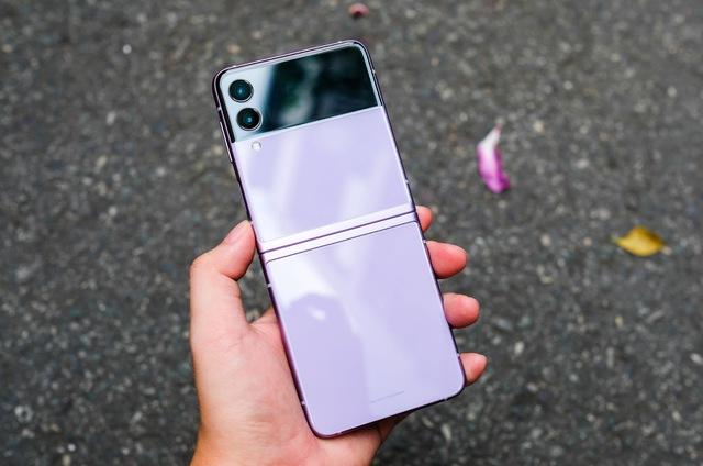 Trải nghiệm Galaxy Z Flip3: Smartphone màn hình gập giá rẻ nhất hiện nay, liệu có đáng mua? - Ảnh 4.