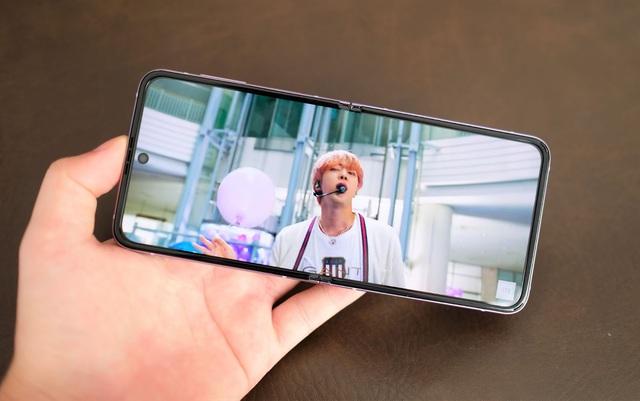 Trải nghiệm Galaxy Z Flip3: Smartphone màn hình gập giá rẻ nhất hiện nay, liệu có đáng mua? - Ảnh 6.