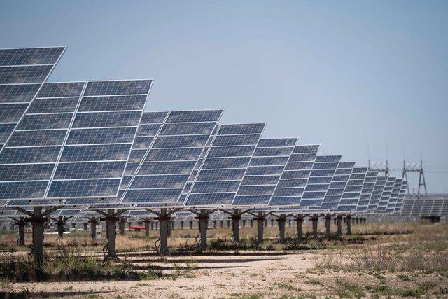 Đằng sau sự trỗi dậy của điện mặt trời là cả núi than đá từ Trung Quốc, điện mặt trời có thật sự sạch? - Ảnh 1.