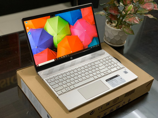 Nhiều mẫu laptop đồng loạt giảm giá đầu tháng 8 - Ảnh 2.