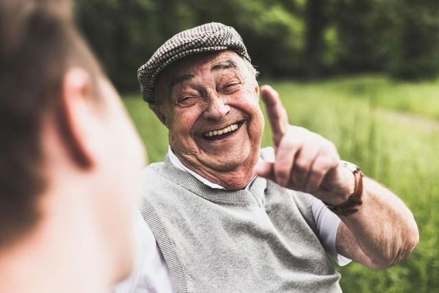 Lấy lại động lực sống giữa thời buổi khó khăn bằng 10 thói quen chăm sóc bản thân không tốn 1 xu: Cuộc sống là một tấm gương; bạn cười với nó và nó sẽ cười lại với bạn - Ảnh 3.