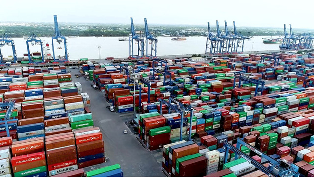 Cảnh báo nguy cơ ùn tắc hàng hóa tại cảng Cát Lái - Ảnh 1.