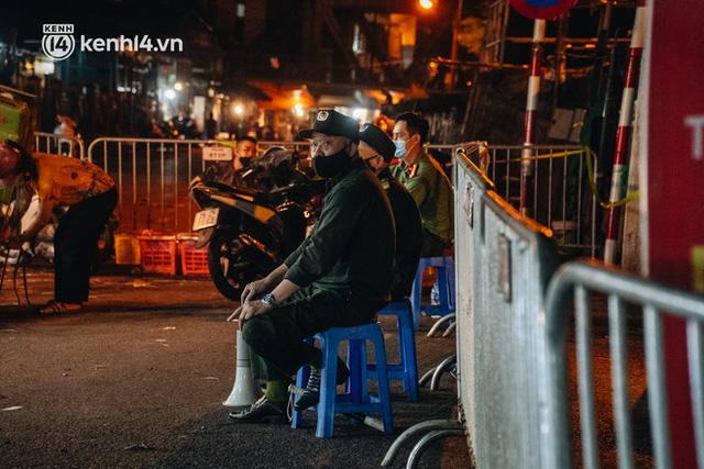 Hà Nội: Phong tỏa khu vực hải sản trong chợ Long Biên, tập trung truy vết liên quan ca Covid-19 từng đến đây - Ảnh 1.