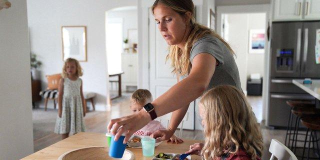 Cách tiết kiệm chi tiêu cho gia đình 5 người: Chăm chỉ tự nấu ăn, giảm các hoạt động giải trí và kiên trì làm 1 việc này để giữ lại trong ví một khoản kha khá! - Ảnh 1.