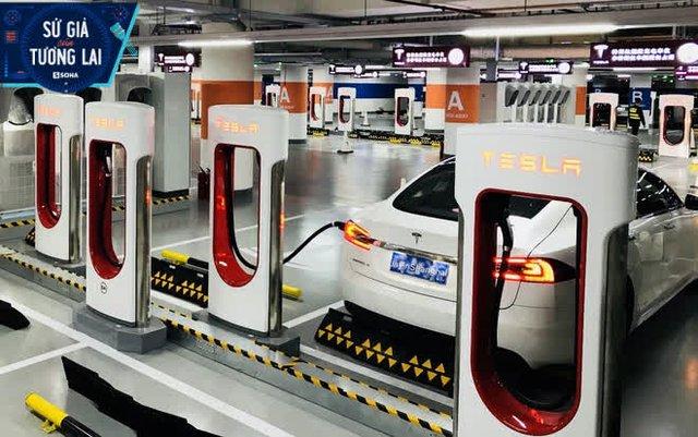 Hãng xe điện số 1 thế giới tăng giá ở quê nhà, giảm giá ở Trung Quốc: Dại dột!? - Ảnh 1.
