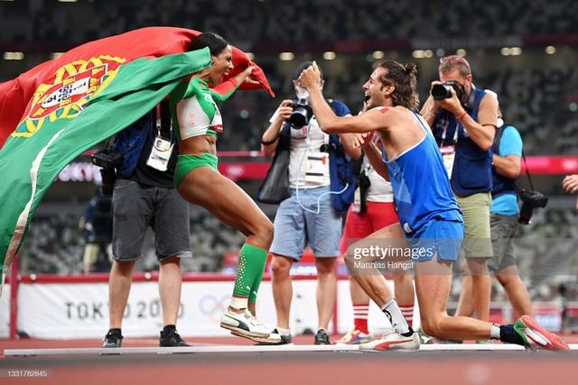 Lãng tử Italy vô địch nhảy cao Olympic Tokyo cùng linh vật đặc biệt - biểu tượng của sự vươn lên từ tro tàn - Ảnh 12.