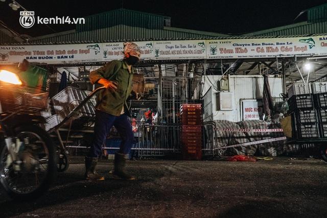 Hà Nội: Phong tỏa khu vực hải sản trong chợ Long Biên, tập trung truy vết liên quan ca Covid-19 từng đến đây - Ảnh 3.