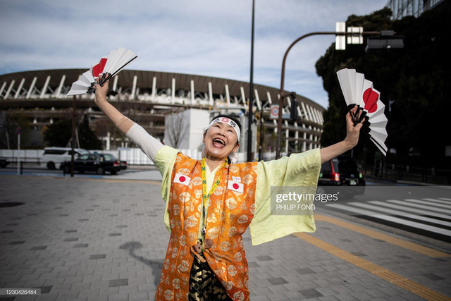 Siêu fan Nhật Bản 30 năm dự không sót kỳ Olympic nào, quyết tâm biến nhà thành nhà thi đấu - Ảnh 3.