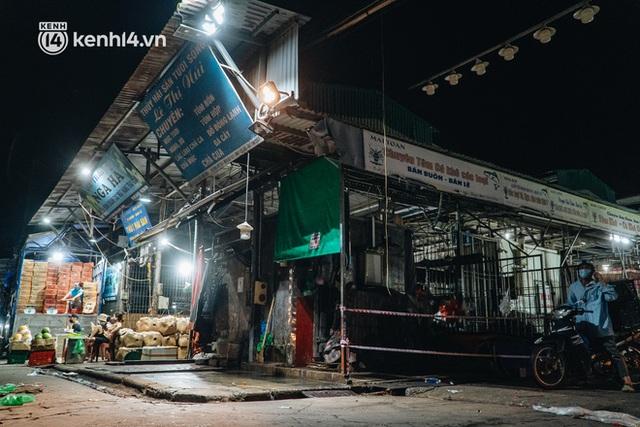 Hà Nội: Phong tỏa khu vực hải sản trong chợ Long Biên, tập trung truy vết liên quan ca Covid-19 từng đến đây - Ảnh 4.