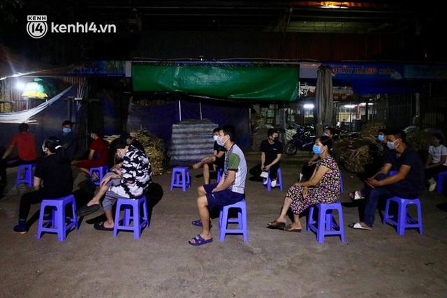 Hà Nội: Phong tỏa khu vực hải sản trong chợ Long Biên, tập trung truy vết liên quan ca Covid-19 từng đến đây - Ảnh 6.