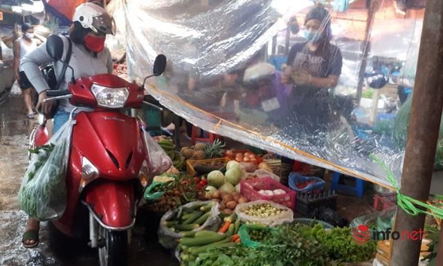Hà Nội: Tôm, thịt lợn giá rẻ bất ngờ, rẻ hơn trước giãn cách, chợ đầy ắp tươi ngon - Ảnh 5.