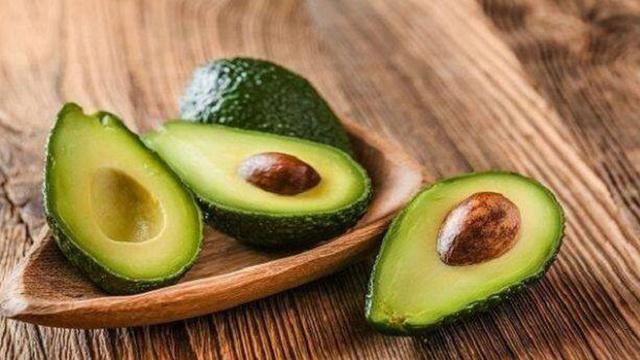 Ai cũng nghĩ hạnh nhân giàu vitamin E số 1 cho đến khi biết về các thực phẩm này - Ảnh 7.