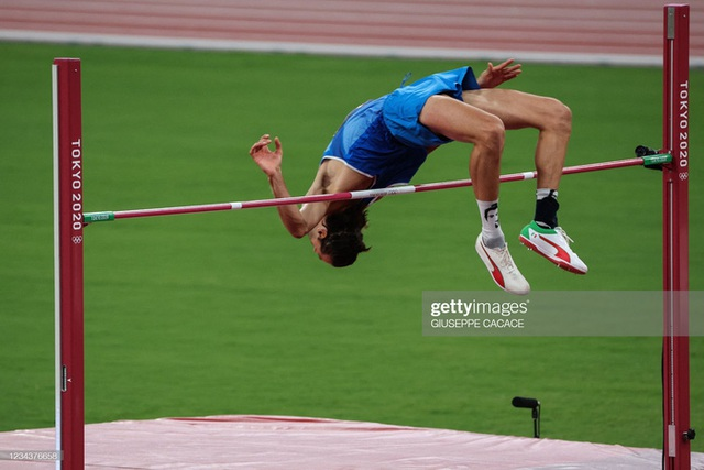 Lãng tử Italy vô địch nhảy cao Olympic Tokyo cùng linh vật đặc biệt - biểu tượng của sự vươn lên từ tro tàn - Ảnh 7.