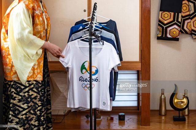 Siêu fan Nhật Bản 30 năm dự không sót kỳ Olympic nào, quyết tâm biến nhà thành nhà thi đấu - Ảnh 8.