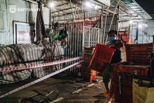 Hà Nội: Phong tỏa khu vực hải sản trong chợ Long Biên, tập trung truy vết liên quan ca Covid-19 từng đến đây - Ảnh 9.