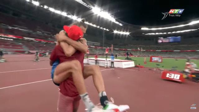 Lãng tử Italy vô địch nhảy cao Olympic Tokyo cùng linh vật đặc biệt - biểu tượng của sự vươn lên từ tro tàn - Ảnh 9.