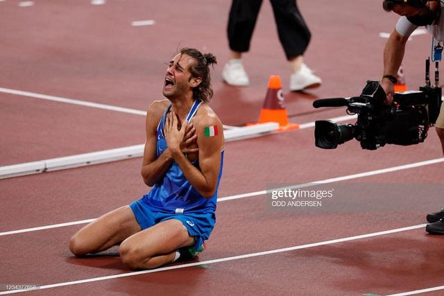 Lãng tử Italy vô địch nhảy cao Olympic Tokyo cùng linh vật đặc biệt - biểu tượng của sự vươn lên từ tro tàn - Ảnh 10.