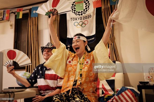 Siêu fan Nhật Bản 30 năm dự không sót kỳ Olympic nào, quyết tâm biến nhà thành nhà thi đấu - Ảnh 10.