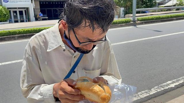 Danh tính người đàn ông tặng 500k giấu trong ổ bánh mì: Đã trao đi gần 2 tỷ, tiết lộ lý do không trực tiếp đưa tiền - Ảnh 2.