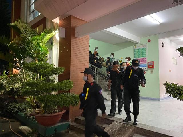 Cận cảnh hàng trăm cảnh sát cơ động chi viện cho TPHCM và Bình Dương chống dịch - Ảnh 11.