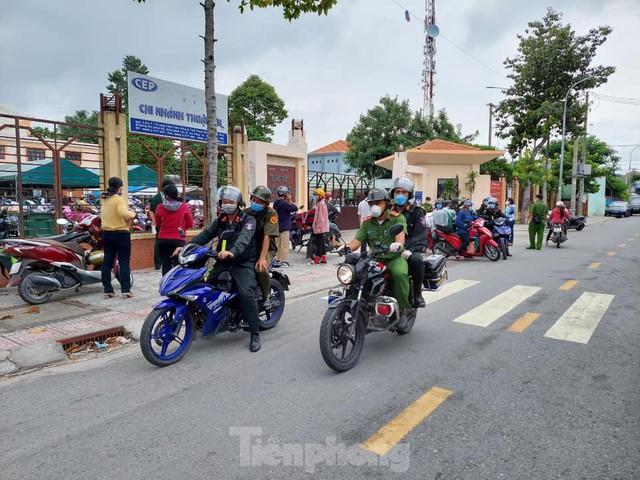 Cận cảnh hàng trăm cảnh sát cơ động chi viện cho TPHCM và Bình Dương chống dịch - Ảnh 4.