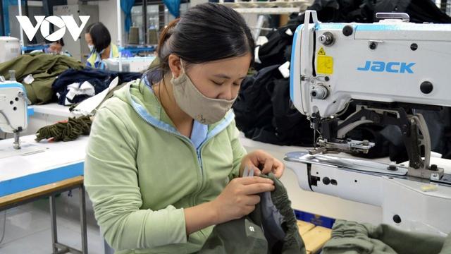 Chậm tiêm vaccine cho công nhân, dệt may lo thiếu nguồn nhân lực - Ảnh 1.
