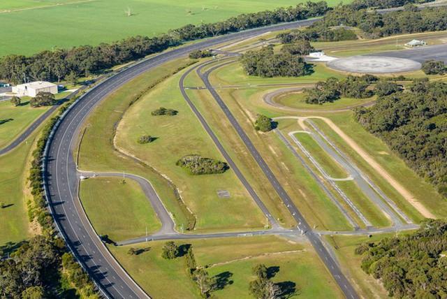 VinFast rao bán trung tâm thử nghiệm xe ở Úc - Ảnh 1.